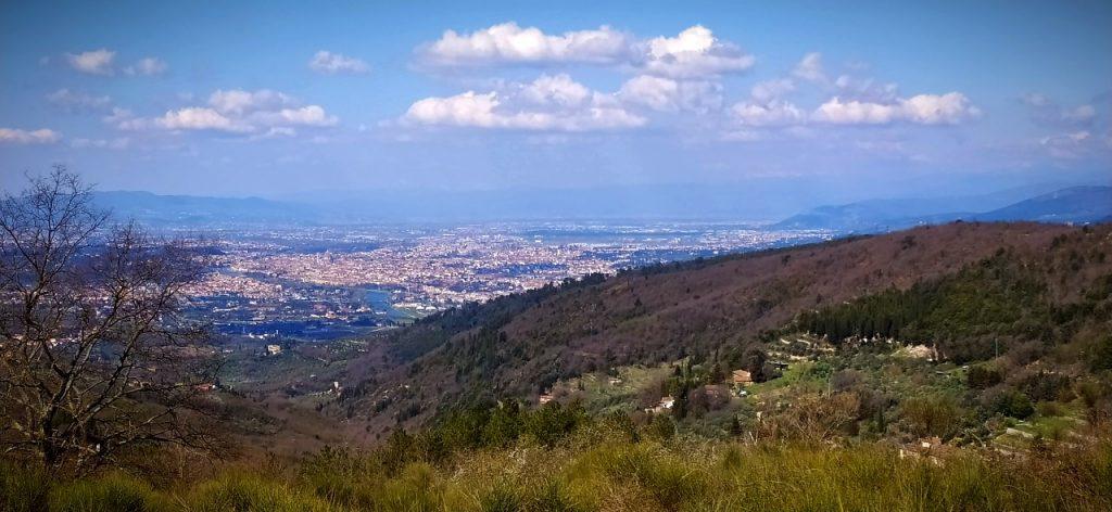 Panorama della piana di Firenze, con la vista che spazia fino a Pistoia e agli appennini